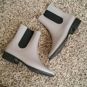 Melissa Rubber Boots Sz 9 Gray